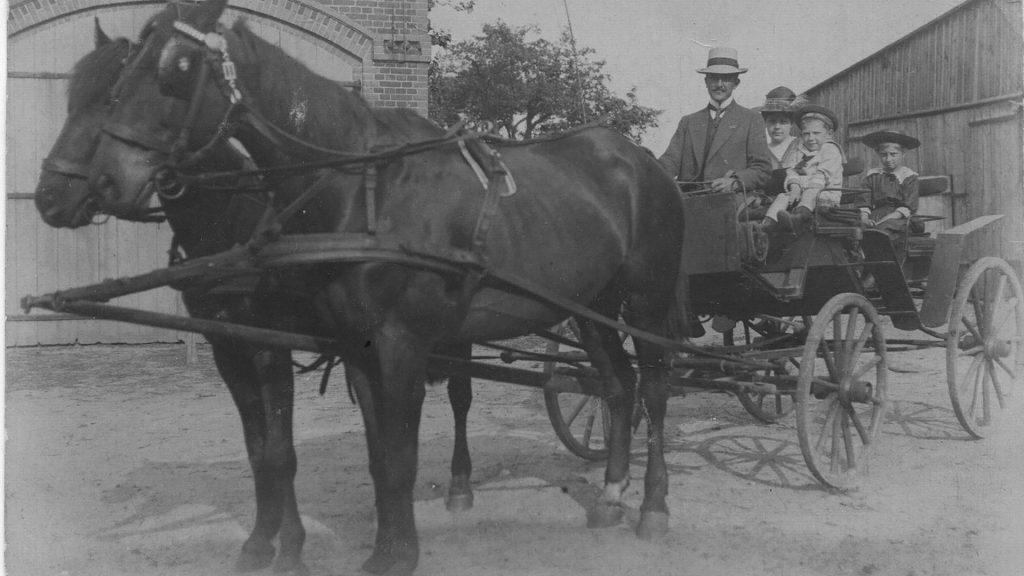Gut Leben im Landresort Birkholz eine Familie mit Kutsche