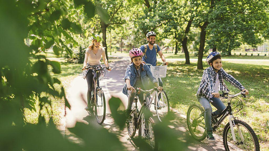 Gut Leben im Birkholzer Landresort mit der Familie und dem Rad durch den Park fahren